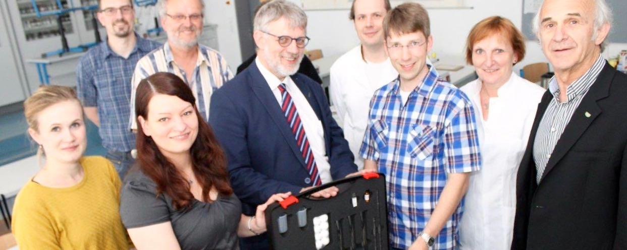 Neue Chemische Experimente Mit Dem PhotoMol-Koffer An Der GAG