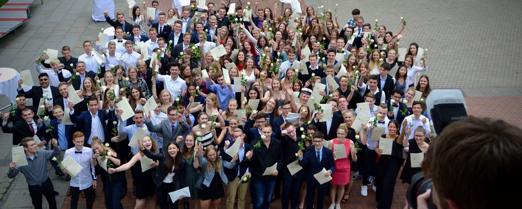 Herzlichen Glückwunsch zu Eurem Abitur 2017!