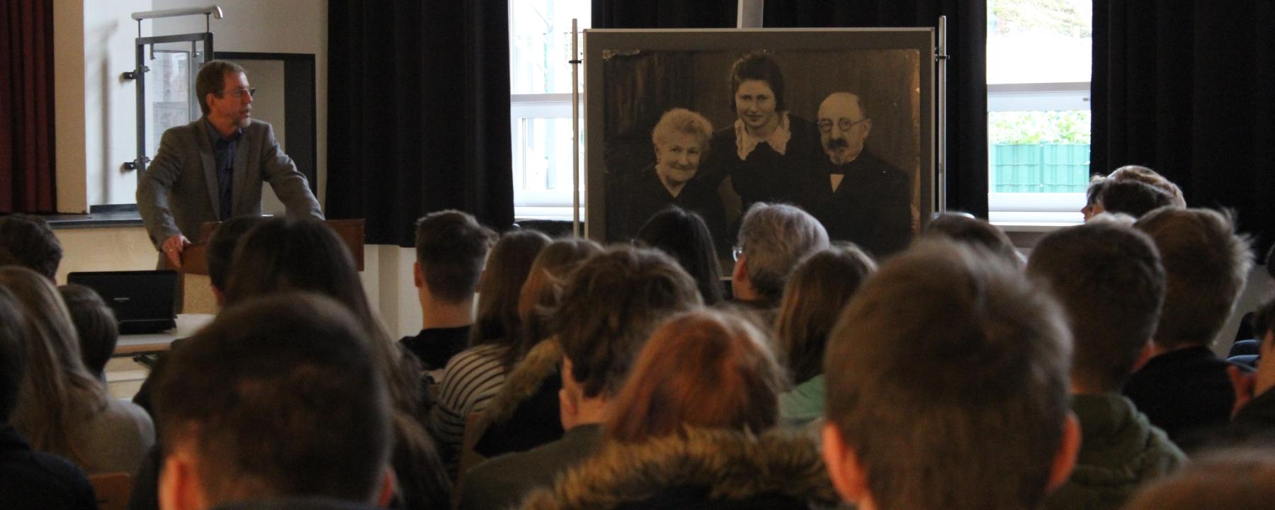 Gedenken An Den Holocaust: Vortrag Von Dr. Werner Meiners