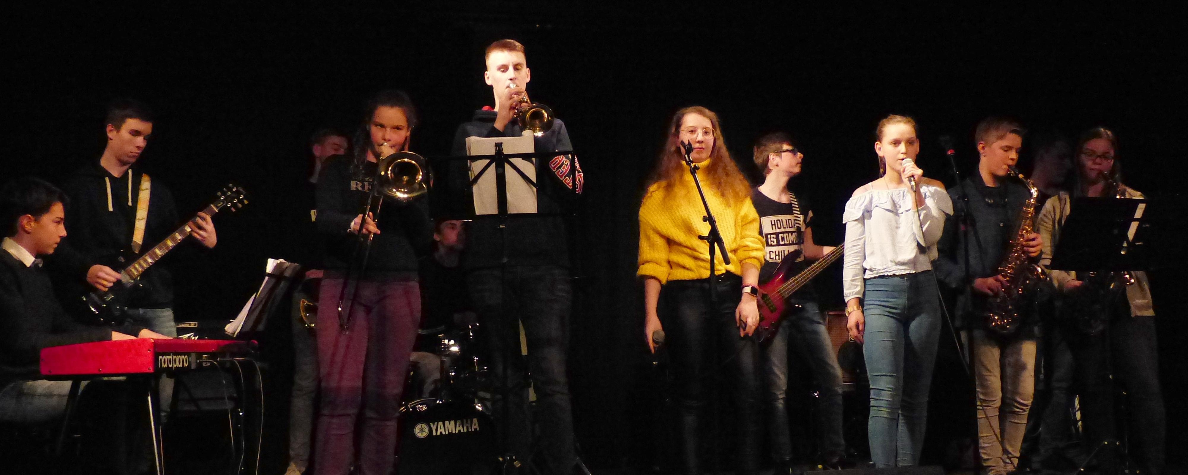 Bandshop Im Wilhelm13 Mit Der GAG-COMBO Und HELIUM