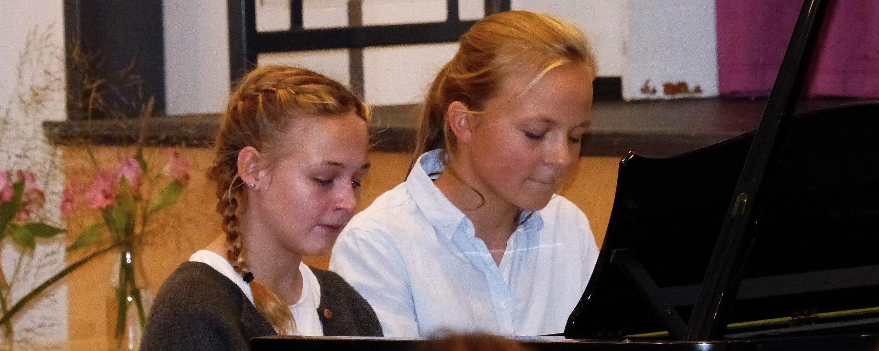 Facettenreicher Und Unterhaltsamer Klavier-und Chorabend Mit Hohem Niveau